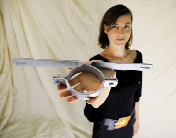 Schilderhalter / Rohrschelle f. Rohrdurchmesser ca. 89 mm, Lochabstand 350 mm f. 1 Schild
